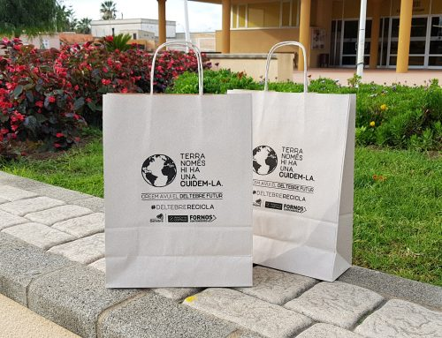 L'Ajuntament de Deltebre impulsa una campanya simbòlica de sensibilització amb bosses reciclables per als comerços