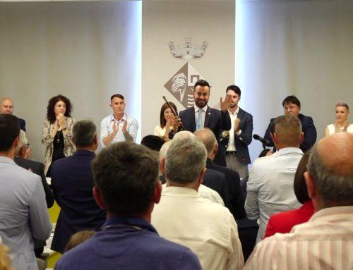 Lluís Soler recull la vara d'alcalde de Deltebre