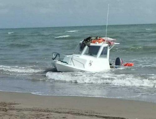 La Creu Roja providencial en assistir a dos embarcacions a la costa de Deltebre
