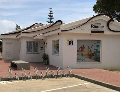 El punt d'informació turística de Riumar ha atés aquest estiu més de 1.800 persones